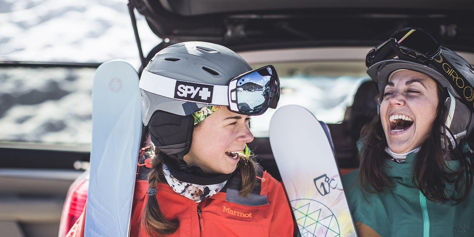Experts recommend wearing a ski helmet post thumbnail image